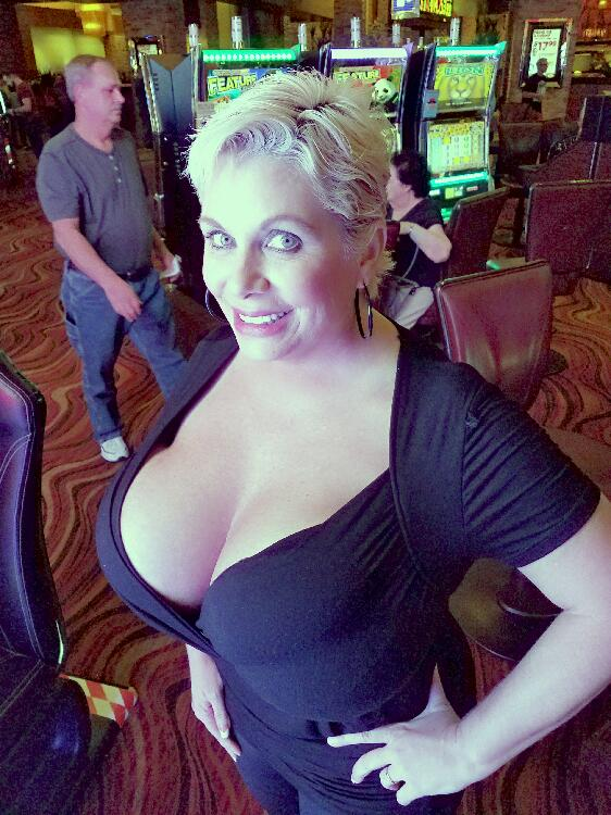 Mature bbw blonde Claudia Marie exposing her enormously big tits  447720