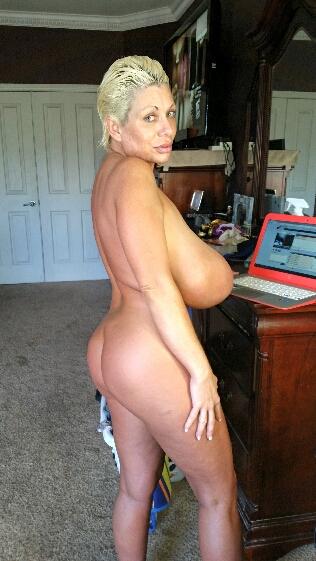 Long boobs of Claudia Marie
