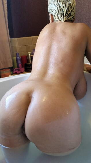Claudia Marie shows off her big round bubble butt