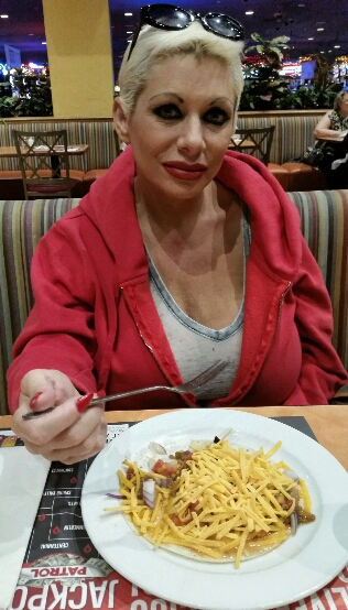 Claudia Marie eating lunch