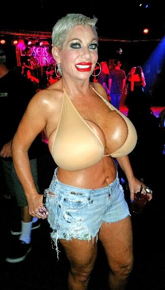Huge boobs Claudia Marie at Losers Lounge