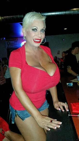 Huge tits at the Hideaway Bar in Vegas